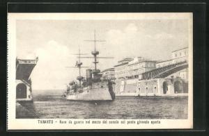 AK Taranto, Nave d guerra nel mezzo del canale col ponte girevole aperto