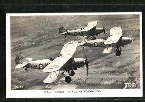 AK Kampfflugzeug der Royal Air Force vom Typ Hinds im Formationsflug