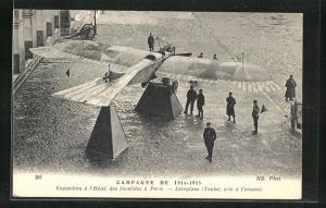AK Paris, Exposition a l`Hotel des Invalides, Campagne de 1914-1915, Aeroplane Taube pris a l`ennemy