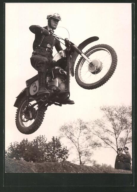 Foto-AK DDR-Motorsport GST, Motorrad-Rennfahrer auf seiner ESO 500 0