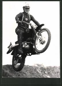 Foto-AK DDR-Motorsport GST, Motorrad-Rennfahrer auf seiner MZ-ES-GS