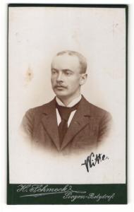 Fotografie H. Schmeck, Siegen-Betzdorf, Mann mit Anzug und Krawatte