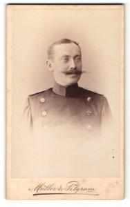 Fotografie Müller & Pilgram, Halle a / S., Portrait Soldat in Uniform mit Schnauzbart