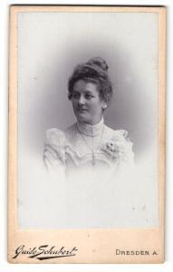 Fotografie Guido Schubert, Dresden A., Portrait bürgerliche Dame im eleganten Kleid mit Hochsteckfrisur