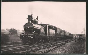 Fotografie Eisenbahn Grossbritannien, Dampflok Nr. 872, Personenzug mit Tender-Lokomotive