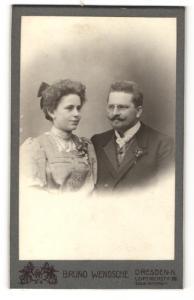 Fotografie Bruno Wendsche, Dresden-N, Portrait bürgerliches Paar in hübscher Kleidung