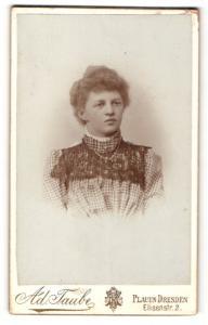 Fotografie Ad. Taube, Dresden-Plauen, Portrait brünette Schönheit mit hochgebundenem Haar