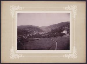 Fotografie Fotograf unbekannt, Ansicht Sonneberg i. Th., Panorama der Ortschaft, Grossformat 36 x 26cm