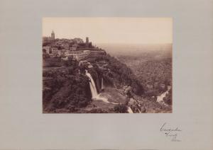 Fotografie Fotograf unbekannt, Ansicht Rom, Tivoli - Cascaden, Wasserfall, Grossformat 42 x 31cm