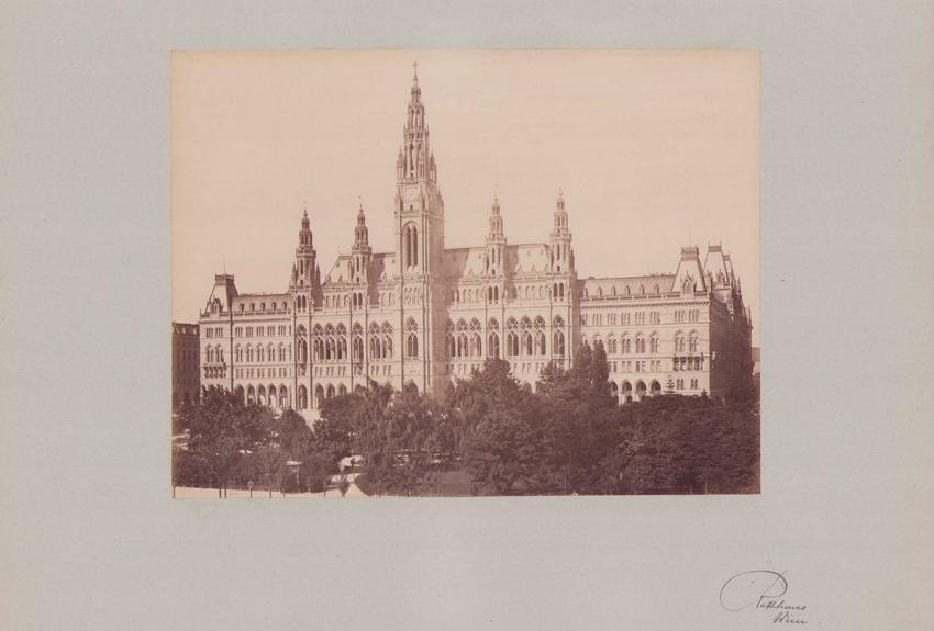 Fotografie Fotograf unbekannt, Ansicht Wien, Rathaus - Gesamtansicht, Grossformat 42 x 31cm 0