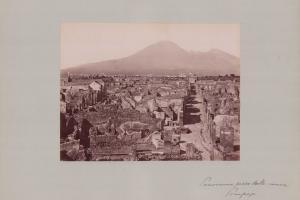 Fotografie Fotograf unbekannt, Ansicht Pompeji, Panorama der antiken Ruinenstadt, Grossformat 42 x 31cm