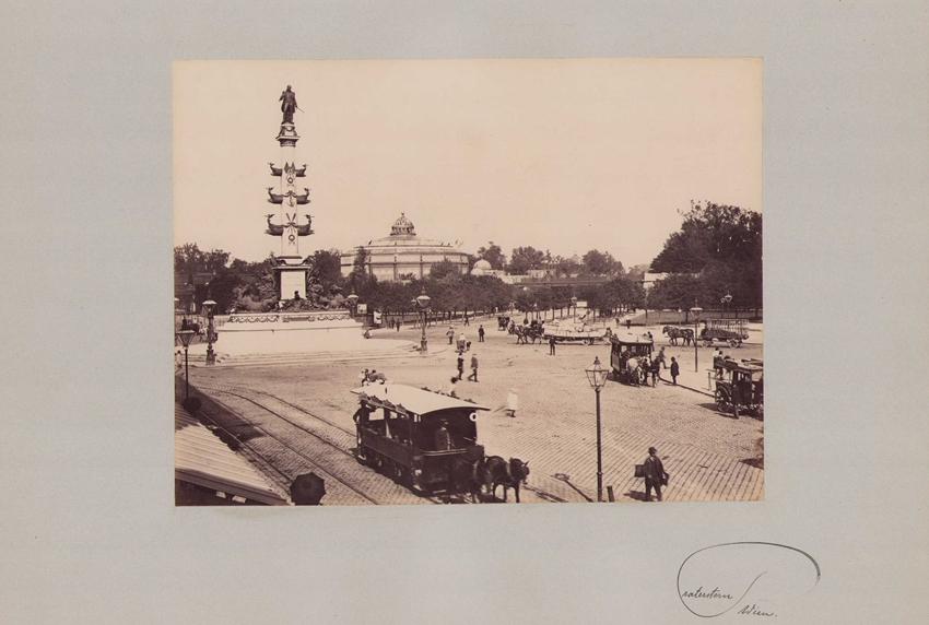 Fotografie Fotograf unbekannt, Ansicht Wien, Praterstern mit Rotunde und Pferdebahn, Grossformat 42 x 31cm 0