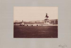 Fotografie Fotograf unbekannt, Ansicht Wien, Heldenplatz mit Reiterstandbild, Grossformat 42 x 31cm
