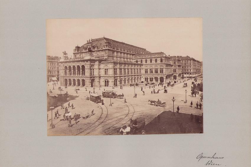 Fotografie Fotograf unbekannt, Ansicht Wien, Opernhaus, Pferdebahn auf der Kreuzung, Grossformat 42 x 31cm 0