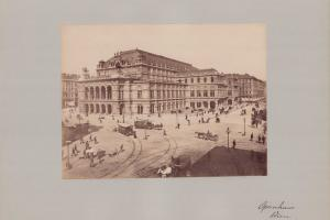 Fotografie Fotograf unbekannt, Ansicht Wien, Opernhaus, Pferdebahn auf der Kreuzung, Grossformat 42 x 31cm