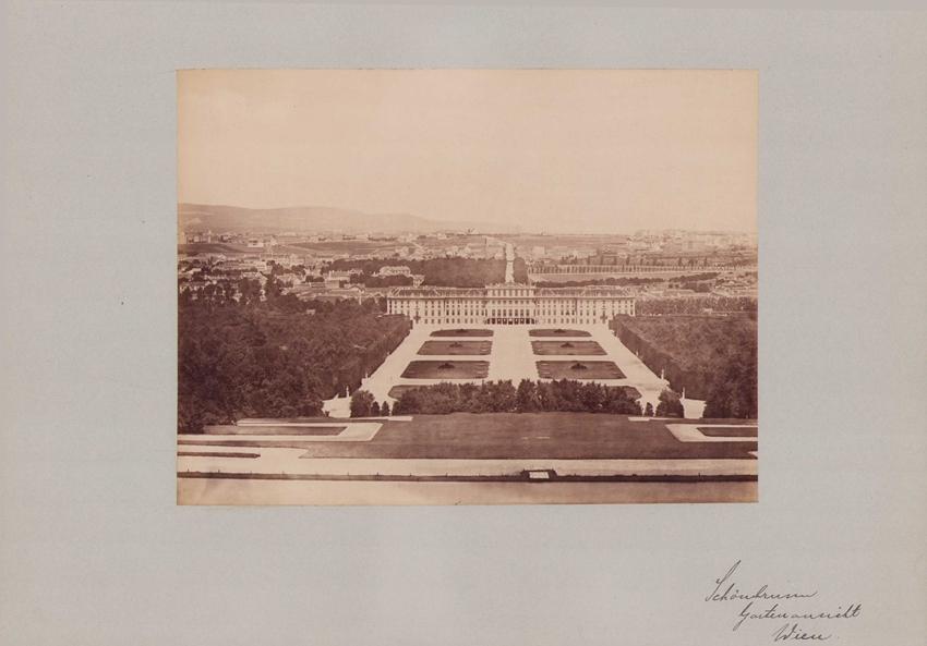 Fotografie Fotograf unbekannt, Ansicht Wien, Schloss Schönbrunn Gartenansicht, Grossformat 42 x 31cm 0