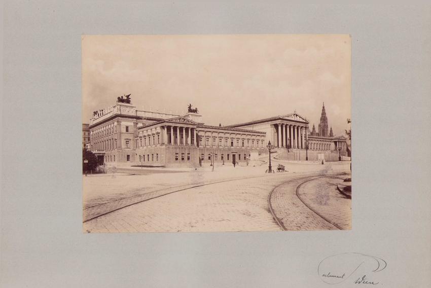 Fotografie Fotograf unbekannt, Ansicht Wien, Parlament - Gesamtansicht, Grossformat 42 x 31cm 0