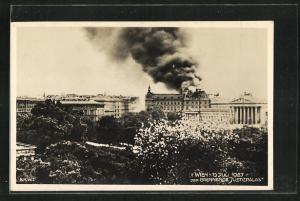 AK Wien, der brennende Justizpalast am 15. Juli 1927