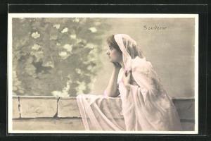 AK Dame mit Schleier blickt sinnierend in die Ferne, Souvenir, Allegorie