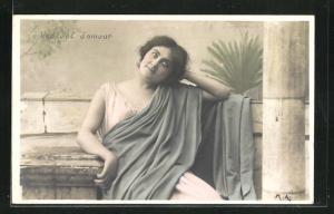 AK Junge Frau blickt nachdenklich gen Himmel, Pensées d`amour, Allegorie