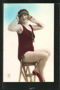 AK Dame im Badeanzug sitzt auf einer Leiter