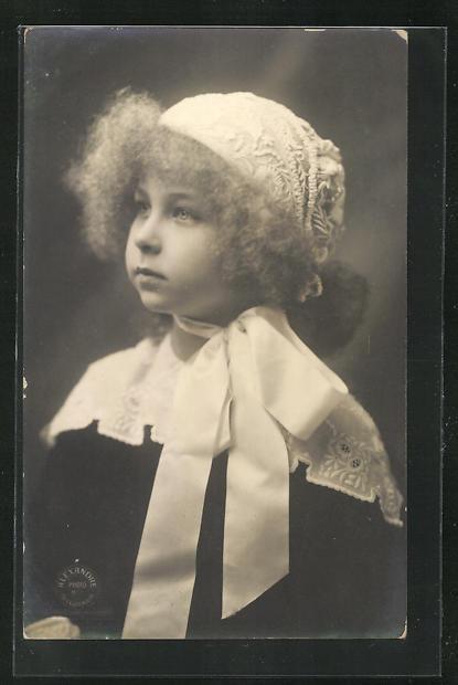 AK Marie Jose von Belgien als niedliches Mädchen mit bestickter Mütze 0