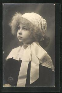 AK Marie Jose von Belgien als niedliches Mädchen mit bestickter Mütze