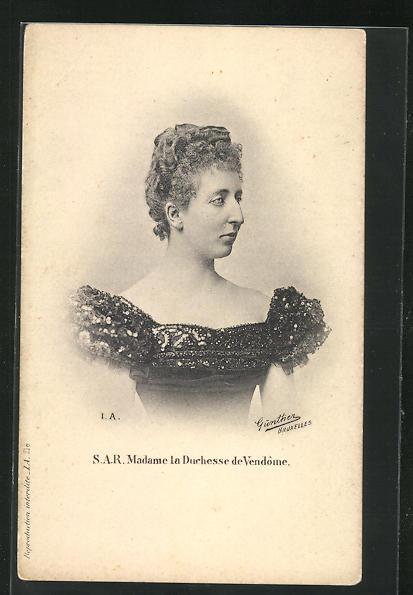 AK Madame la Duchesse de Vendome im Kleid 0