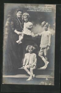 AK Madame la Comtesse de Flandre avec les Princes Leopold et Charles et la Princesse Marie-Jose de Belgique
