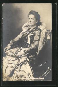AK Madame la Comtesse de Flandre, Gräfin von Belgien in besticktem Kleid