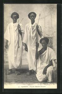 AK Djibouti, Propres vêtements Somalis, Männer mit Speeren