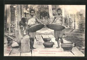 AK Kompong-Cham, Femmes vannant du riz