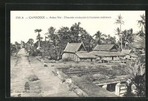 AK Ankor-Vat, Chaussée conduisant à l`enceinte extérieure
