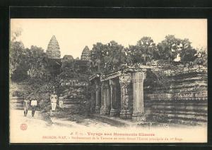 AK Angkor-Wat, Soubassement de la Terrasse en croix devant l`Entree principale du er Etage