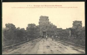 AK Angkor-Vat, La Tour centrale de la porte principale exterieure du mur d`enceinte
