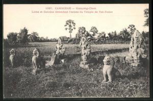 AK Kompong-Cham, Lions et Garudas defendant l`entree du Temple de Vat-Nokor