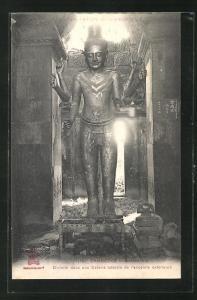 AK Angkor-Vat, Divinite dans une Galerie laterale de l`enceinte exterieure