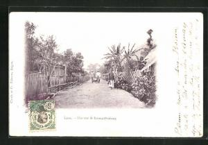 AK Luang-Prabang, Une rue, Holzzäune vor Häusern