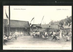 AK Luang-Prabang, Le Roi Sisavong est porte processionnellement au Palais pour y recevoir la couronne