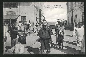 AK Colombo, Mascarade Indienne, Mann mit Maske in Strasse
