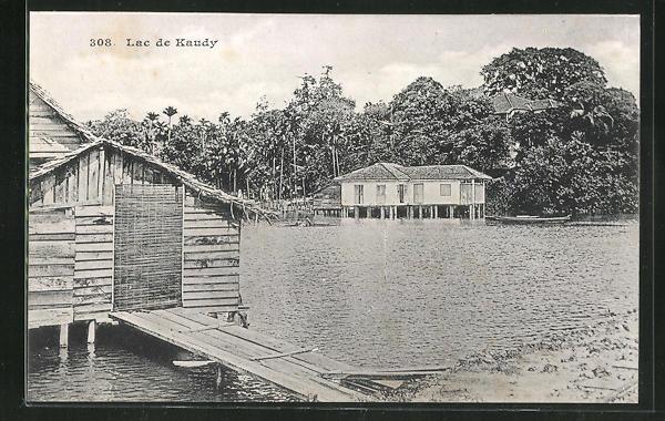 AK Kandy, Lac de Kandy, Häuser auf Pfählen am See 0
