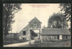 AK Villeneuve-l`Archeveque, Entree du Moulin de la Pique