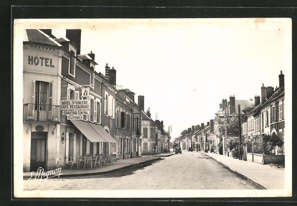 AK Villeneuve-l`Archeveque, Rue Breard, Strassenpartie 0
