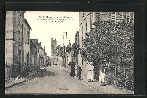 AK Villeneuve-sur-Yonne, La rue du Puits-d`Amour et au fond l`Abside de l`Eglise 0