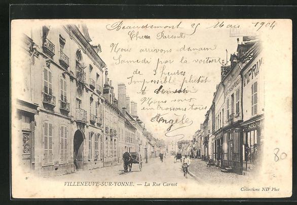 AK Villeneuve-sur-Yonne, La Rue Carnot, Strassenpartie 0
