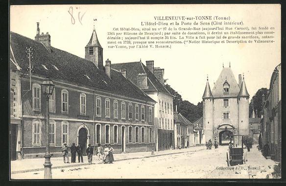 AK Villeneuve-sur-Yonne, L`Hotel-Dieu et la Porte de Sens 0