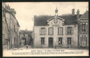 AK Cezy, La Mairie et la Vieille Porte
