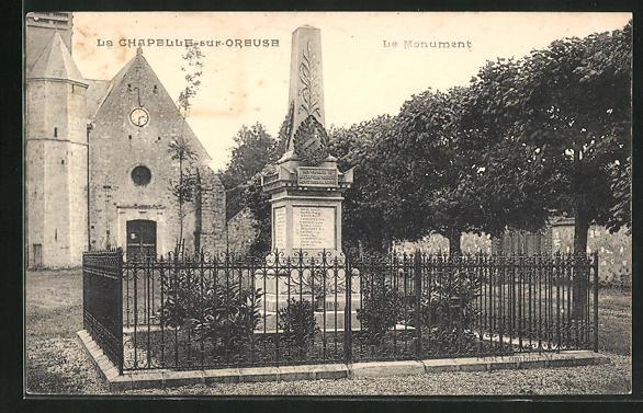 AK La Chapelle-sur-Oreuse, Le Monument 0