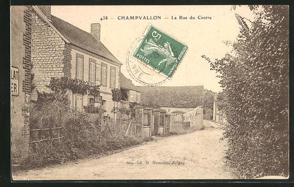AK Champvallon, La rue du Centre 0