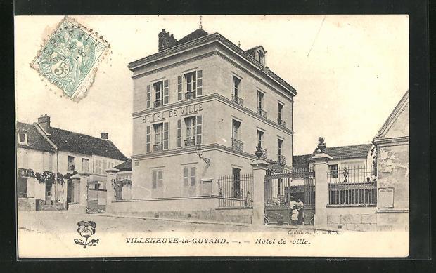 AK Villeneuve-la-Guyard, Hotel de ville 0